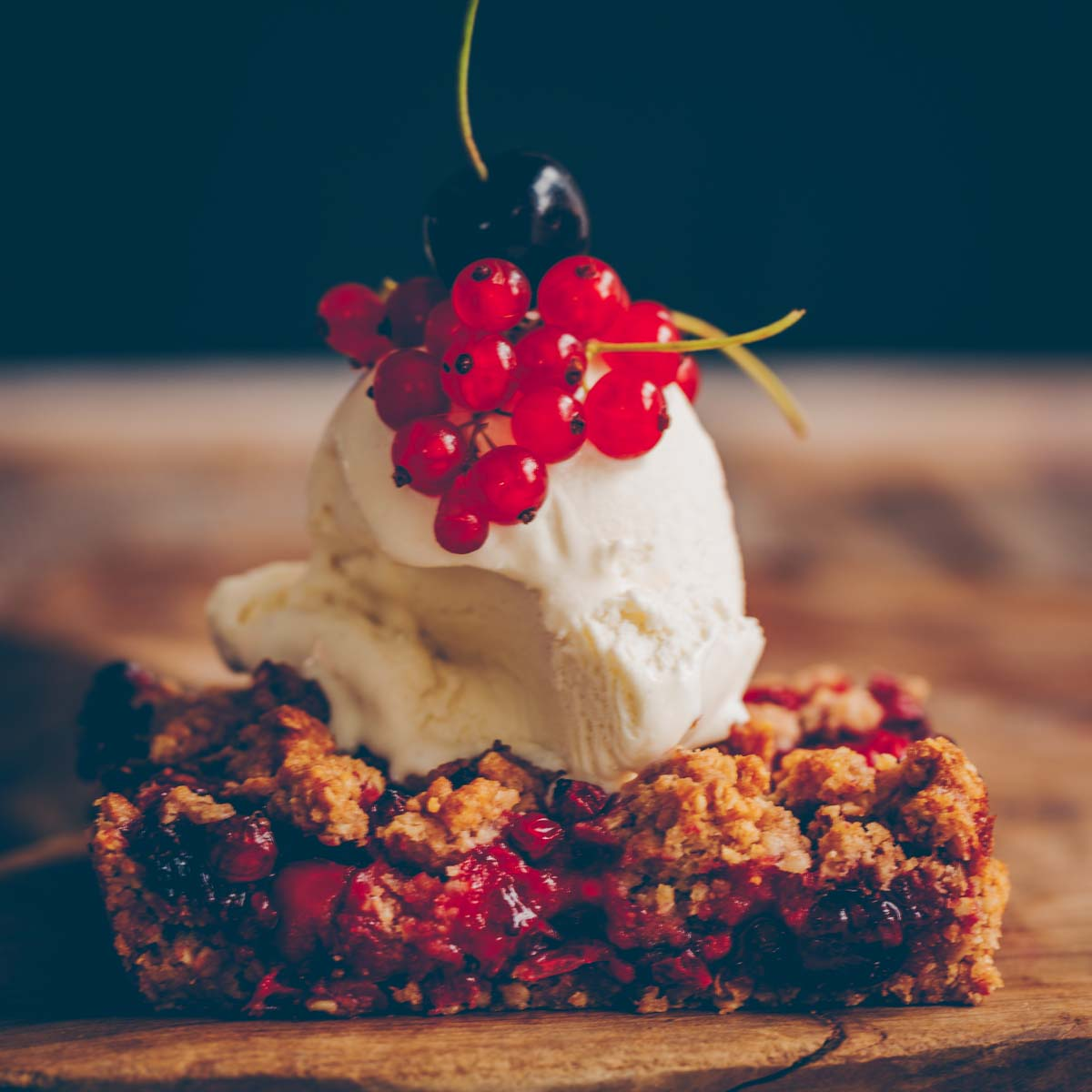 Vegan berry crumble