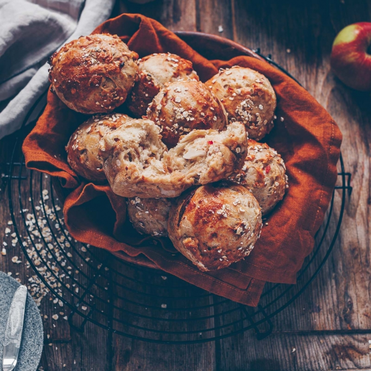 Apple muesli buns